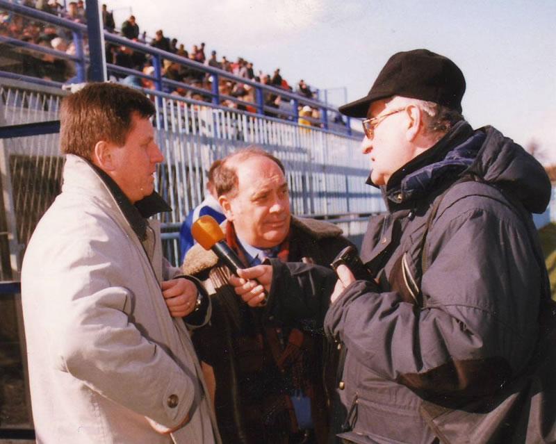 Držanje mikrofona na stadionu krajem 90-ih, snimio Robert Šoštarić
