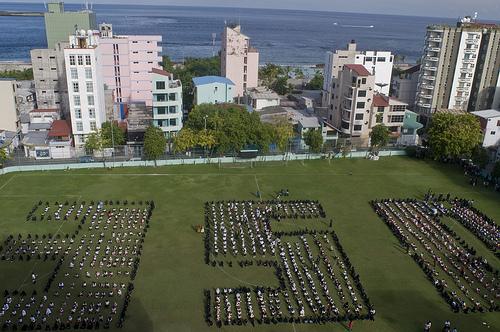 Preko tisuću školaraca formiralo je '350' prošlog tjedna na Maldivima
