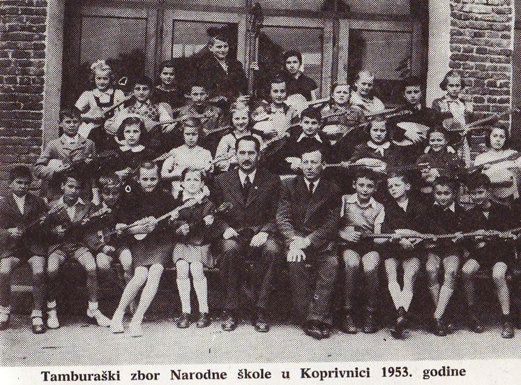 Naš mali tamburaški zbor kad smo 1953. godine imali tek 11 godina: Učo je u sredini (bez brokova), uz direktora škole Matiju Mađimurca (preslik iz knjige Glazbeni život Koprivnice)