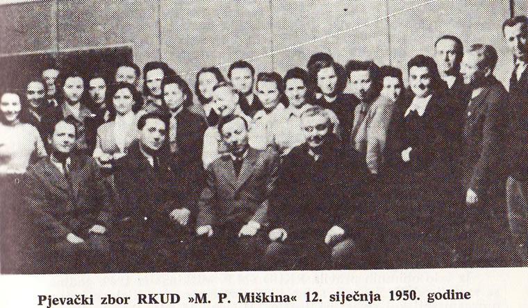 Pjevački zbor iz 1950. godine, a naš Učo je u sredini (preslik iz knjige Glzbeni život Koprivnice)