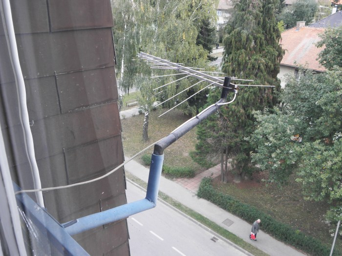 Ova antena omogućava autoru gledanje Županijske panorame; s vlastita prozora snimio autor