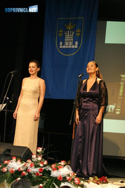 Operne dive Sandra Bagarić (desno) i Martina Tomić. Snimio: Marijan Sušenj