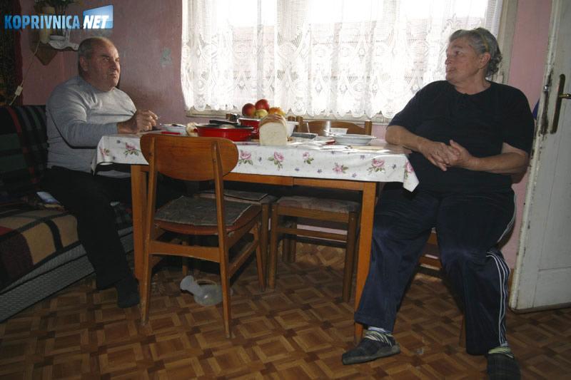 Ivan i Katica Tropšek, susjedi unesrećene obitelji. Snimio: Marijan Sušenj