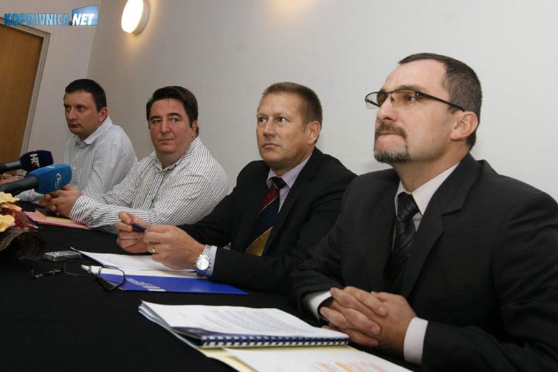 S desna: policijski glasnogovornik D. Laljek, načelnik krim policije I. Bračko, vođa grupe za suzbijanje zlouporabe opojnih droga A. Tarle i pomoćnik načelnika krim policije M. Kiš. Snimio: Marijan Sušenj