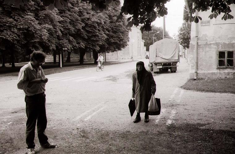 Baka Mariška pred Muzejom; snimio Ivo Čičin-Mašansker
