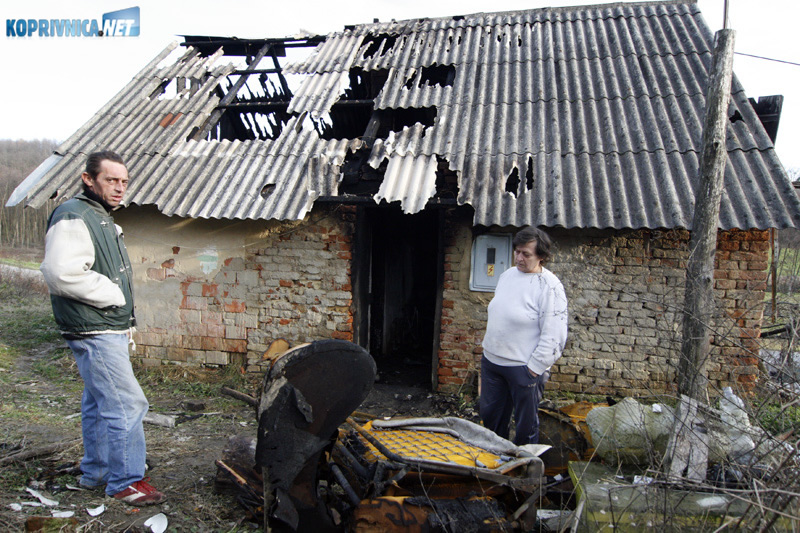 Požar je u potpunosti uništio kuću u kojoj je Josip živio. Snimio: Marijan Sušenj