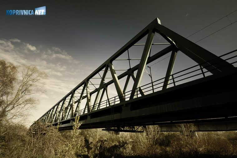 Željeznički most preko Drave kraj Šoderice // foto: Mario Kos