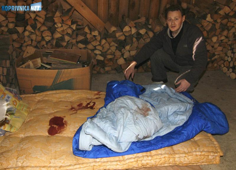 Vladimir pokazuje ležaj na kojem je Ivica preminuo. Snimio: Marijan Sušenj