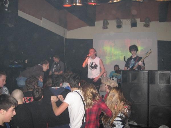Beetan tone oduševio plesnim ska/punkom