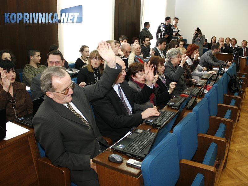 Na današnjoj sjednici vijećnici su se po prvi puta koristili laptopima // foto: Ivan Brkić