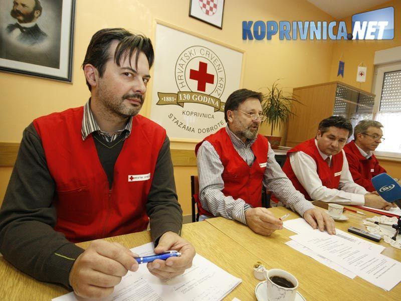 Glasnogovornik Goran Generalić (prvi s lijeva) najavio je kutije i kasice dobrote // foto: Ivan Brkić