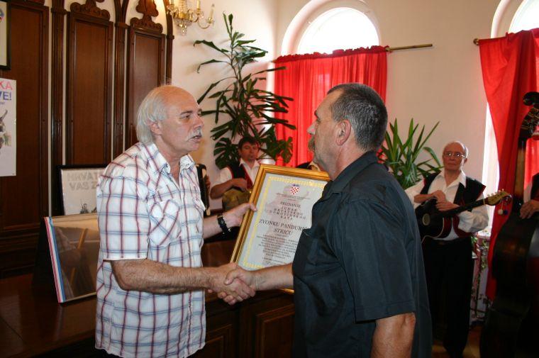 Priznanje je primio Tomislav Pandurić, brat od legendarnog Strica // foto: Nedeljko Bahić