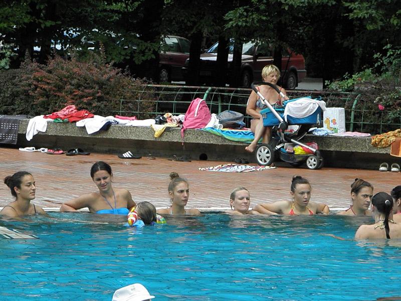 Cure u bazenu