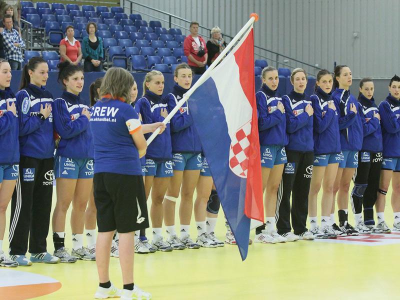 Naše juniorke prije utakmice prednatjecanja s Poljskom // sliku za objavu poslao HRS