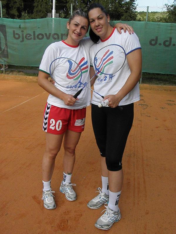 Miranda Tatari i Dina Havić prije odmjeravanja snage u tenisu