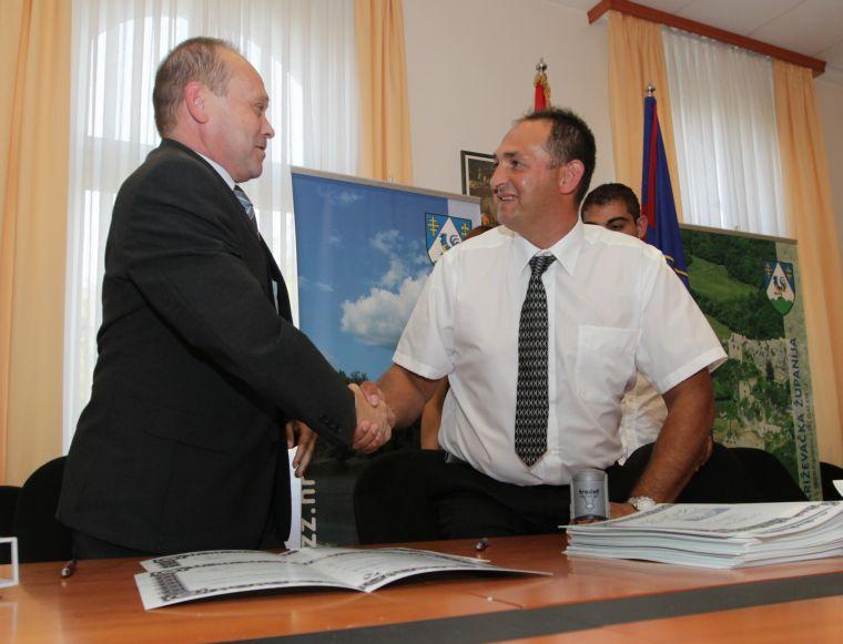 Ivan Pal i Franjo Horvat nakon potpisivanja // foto: Koprivnica.net