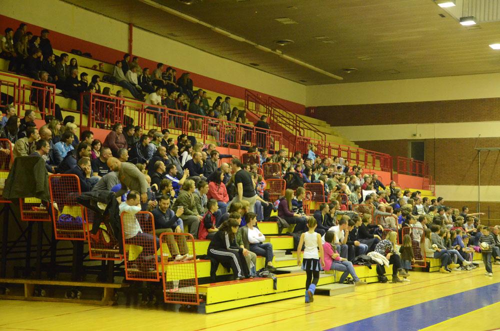 120318-publika