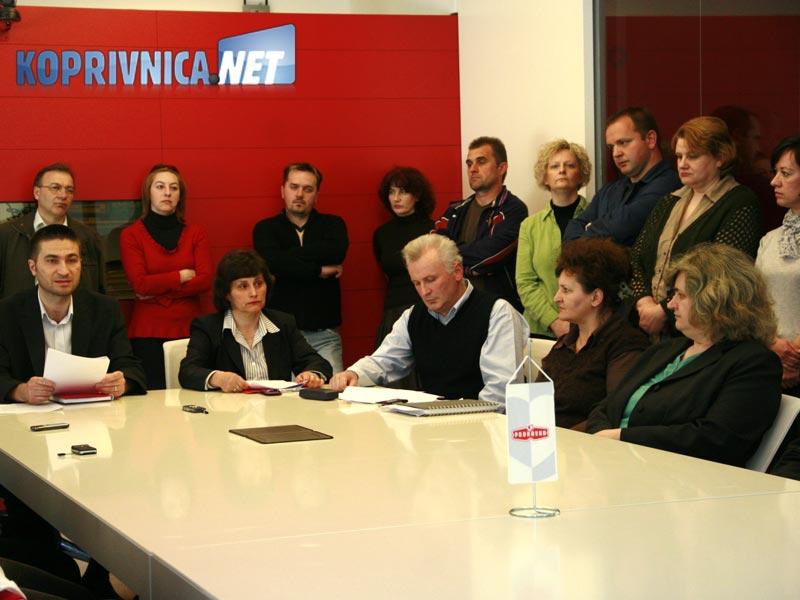 Skupina radnika očekuje poštene i zakonite izbore / Foto: Ivan Brkić