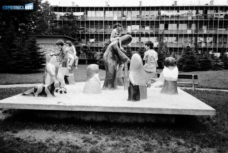 Dječja igra na svježem zraku, uz Lončarićevu skulpturu