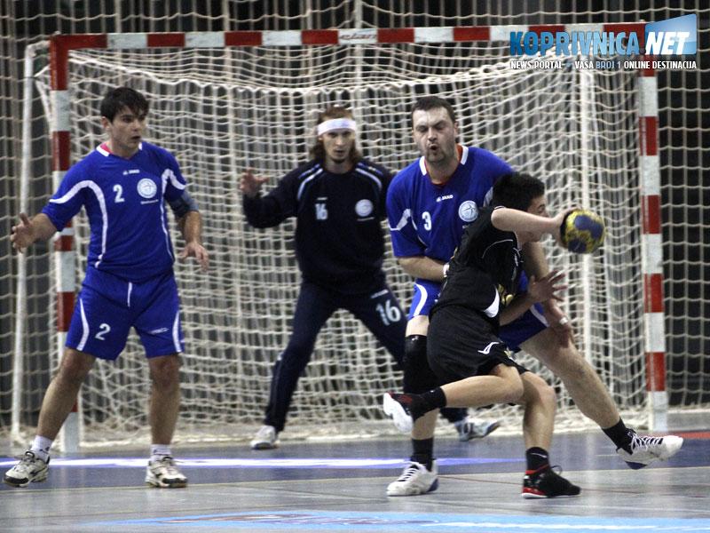 Marko Lorber, vratar Zvonimir Cmarko i MIšo Zrakić na utakmici s Vidovcem // Foto: Koprivnica.net