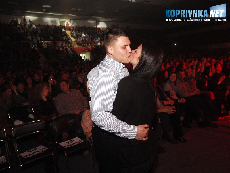 Romantičnu je prošnju aplauzom popratila cijela dvorana // foto: Koprivnica.net