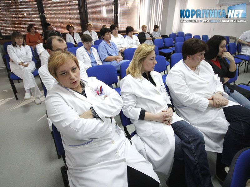 Sastanku je nazočilo 20-ak zaposlenika koji su sa zanimanjem pratili novosti koje im je govorila predsjednica Samostalnog sindikata zdravstva i socijalne skrbi