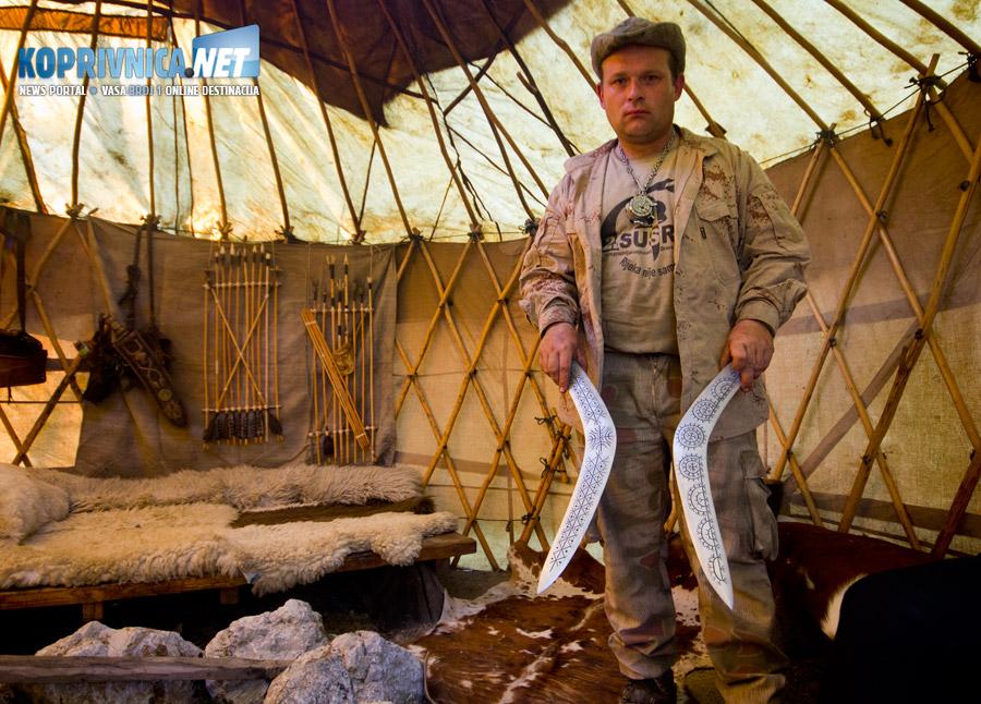 Osim bumeranga, Moko izrađuje i koplja, lukove i strijele, mačeve i noževe // foto: Mario Kos