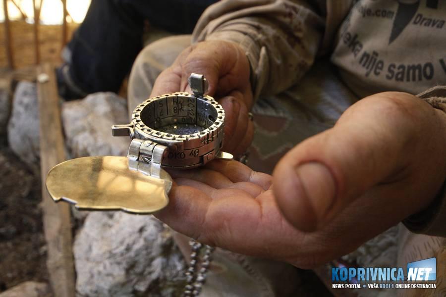 Multifunkcionalni kompas, sat i kalendar, kojeg je Robert ručno izradio // foto: Mario Kos