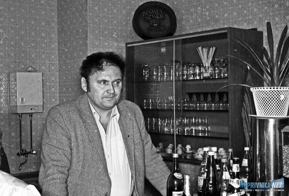 Ivo Franjo za šankom u klubu