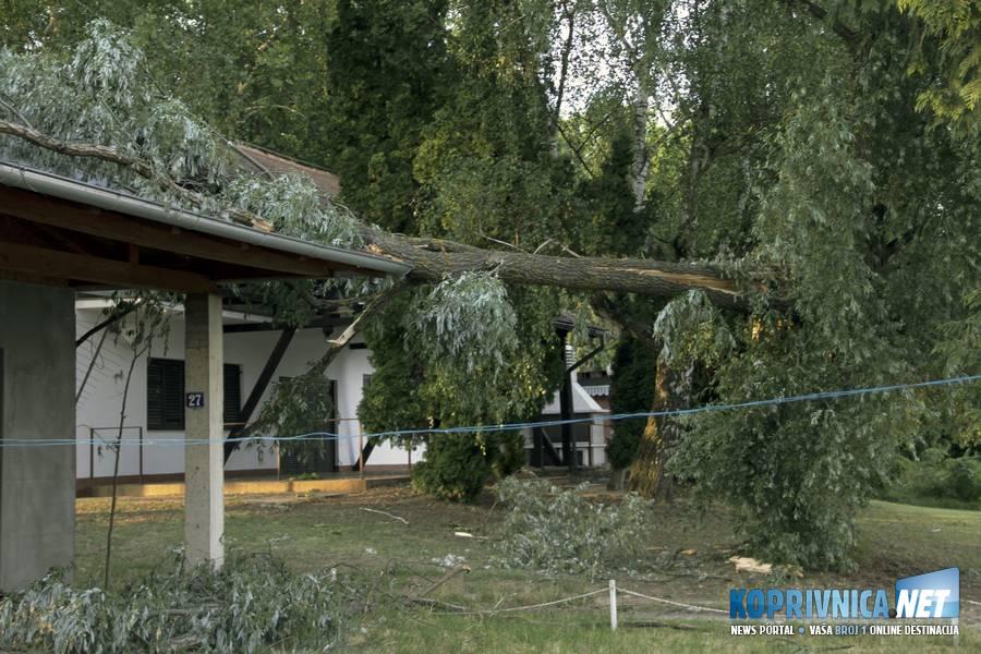 Vlasnik se nada da neće biti velike štete // foto: Mario Kos