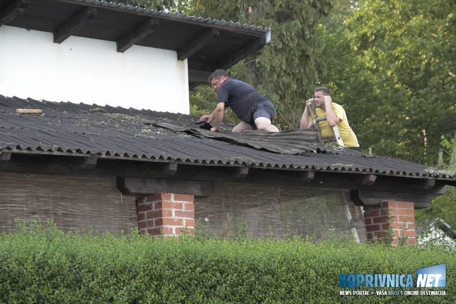 Vikendaši su nedjelju proveli popravljajući nastalu štetu // foto: Mario Kos