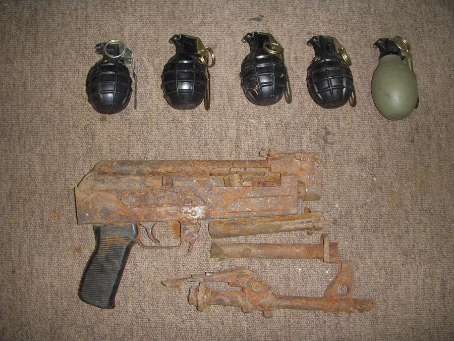 Oružje i bombe koji su jučer dragovoljno predani