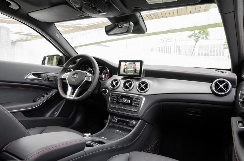 Mercedes-Benz GLA-Klasa (2015) interijer