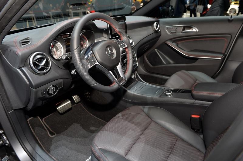 Mercedes-Benz GLA-Klasa (2015) interijer - IAA Frankfurt 2013