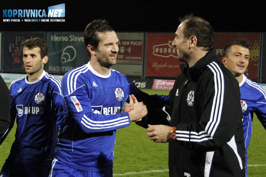 Pozdrav dvije legende - Davor Vugrinec i pomoćni trener Slavena Belupa Marijo Dodik // Foto: Koprivnica.net