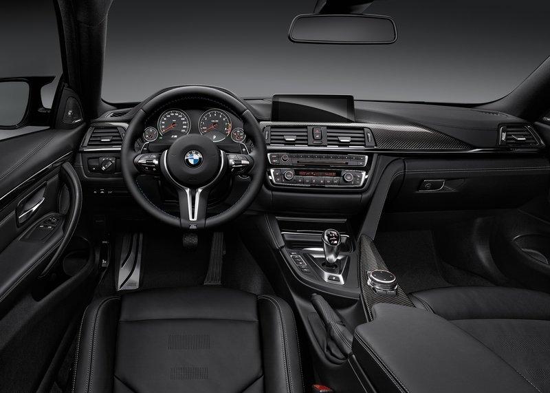 BMW M4 Coupe (2015) interijer
