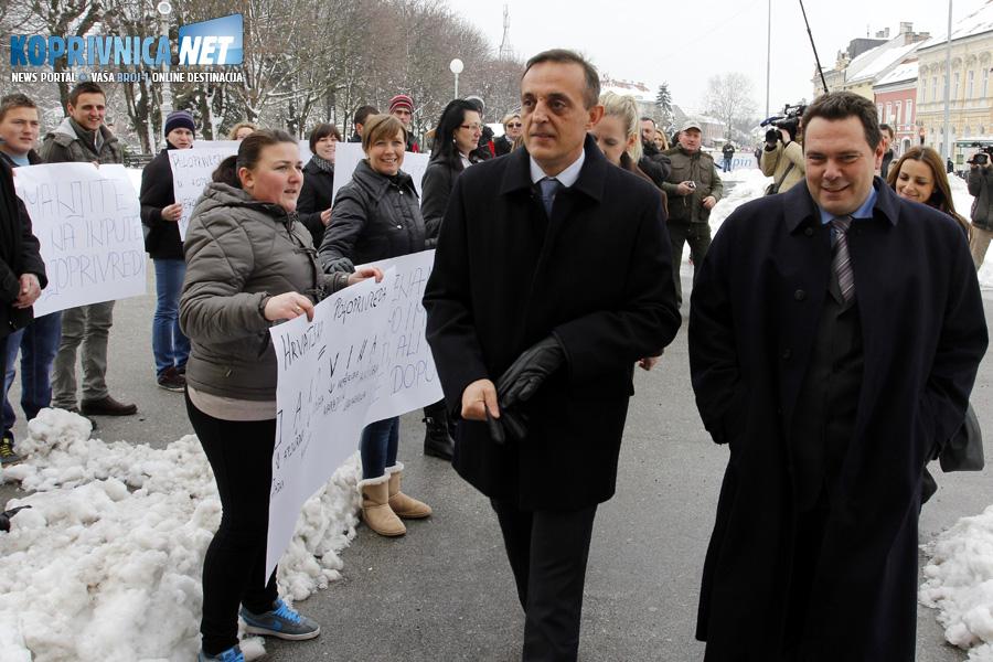 Ministar se nije ni osvrnuo na HSS-ove prosvjednike // Foto: Koprivnica.net