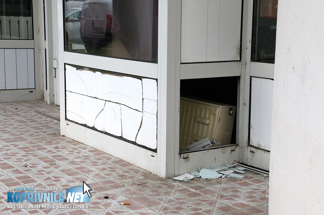 Provalnici su ušli kroz stražnji prozor trgovine // Foto: Mario Kos