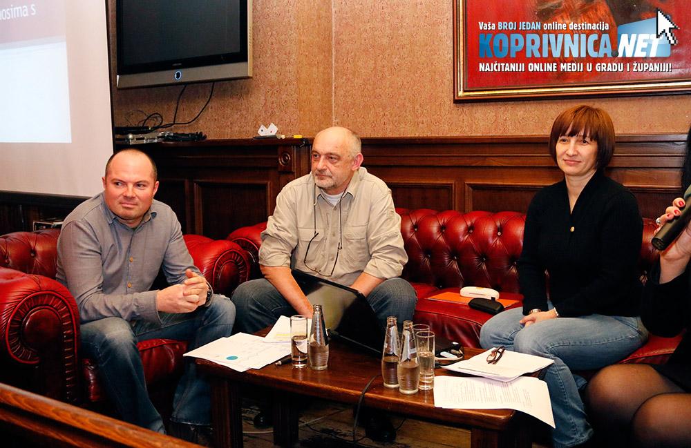 Na tribini se govorilo o prednostima, manama i opasnostima društvenih mreža // na slici: Mario Kos, Dražen Magdić i Aleksandra Kolarić