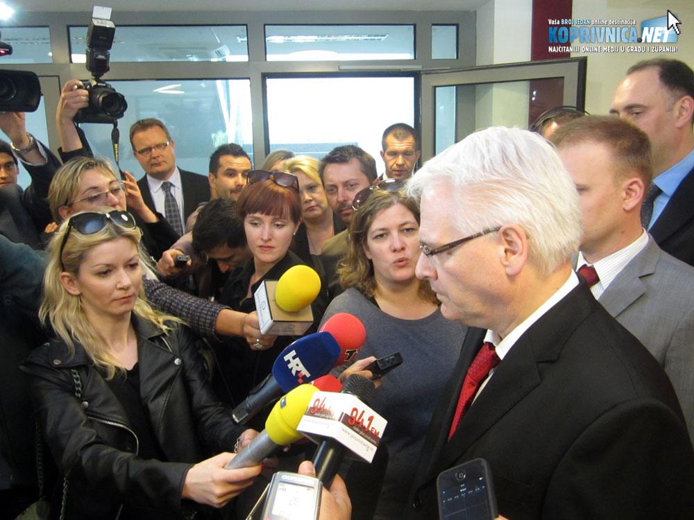Predsjednik s novinarima // Foto: Koprivnica.net