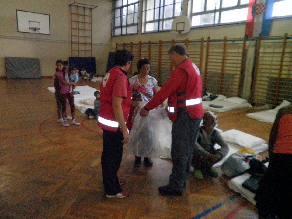 Evakuirani su smještaj pronašli u sportskoj dvorani u Drnju // Foto: Crveni križ Koprivnica