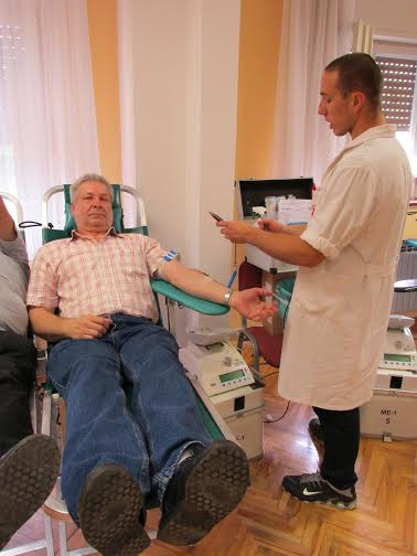 Dražen Buhanec daje krv stoti puta // Foto: Crveni križ Koprivnica