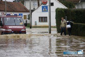 Poplave su prouzročile štetu na prometnicama // Foto: Mario Kos