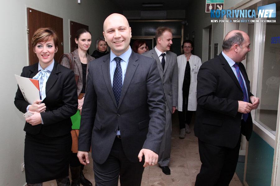 Ministar Zmajlović u pratnji sanacijske upraviteljice koprivničke bolnice Sandre Sinjeri // Foto: Koprivnica.net