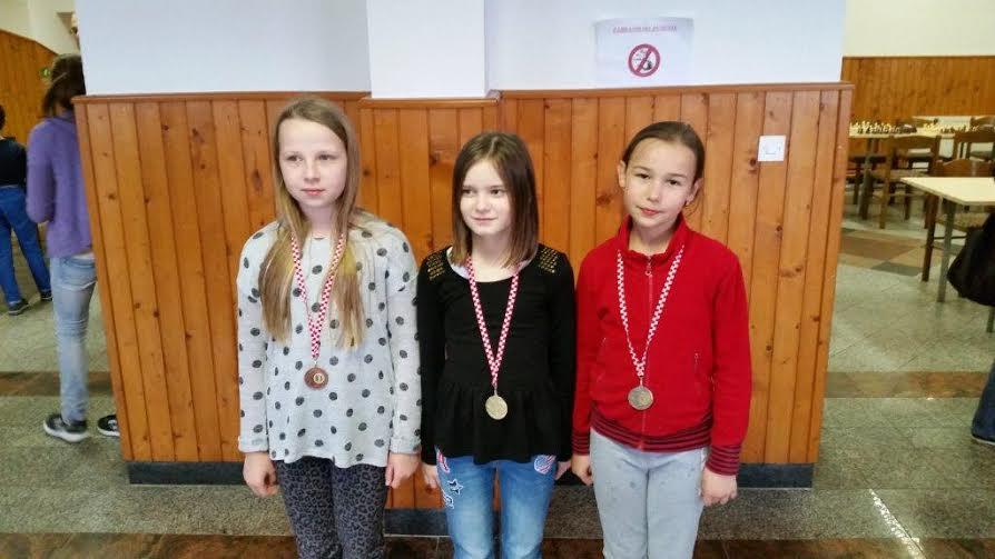 Jelena Kokša (u sredini) najuspješnija je šahistica