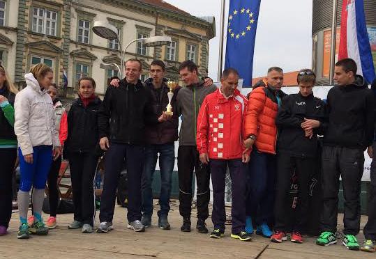 Koprivnički polumaratonci na proglašenju u Osijeku // Foto: AK Koprivnica