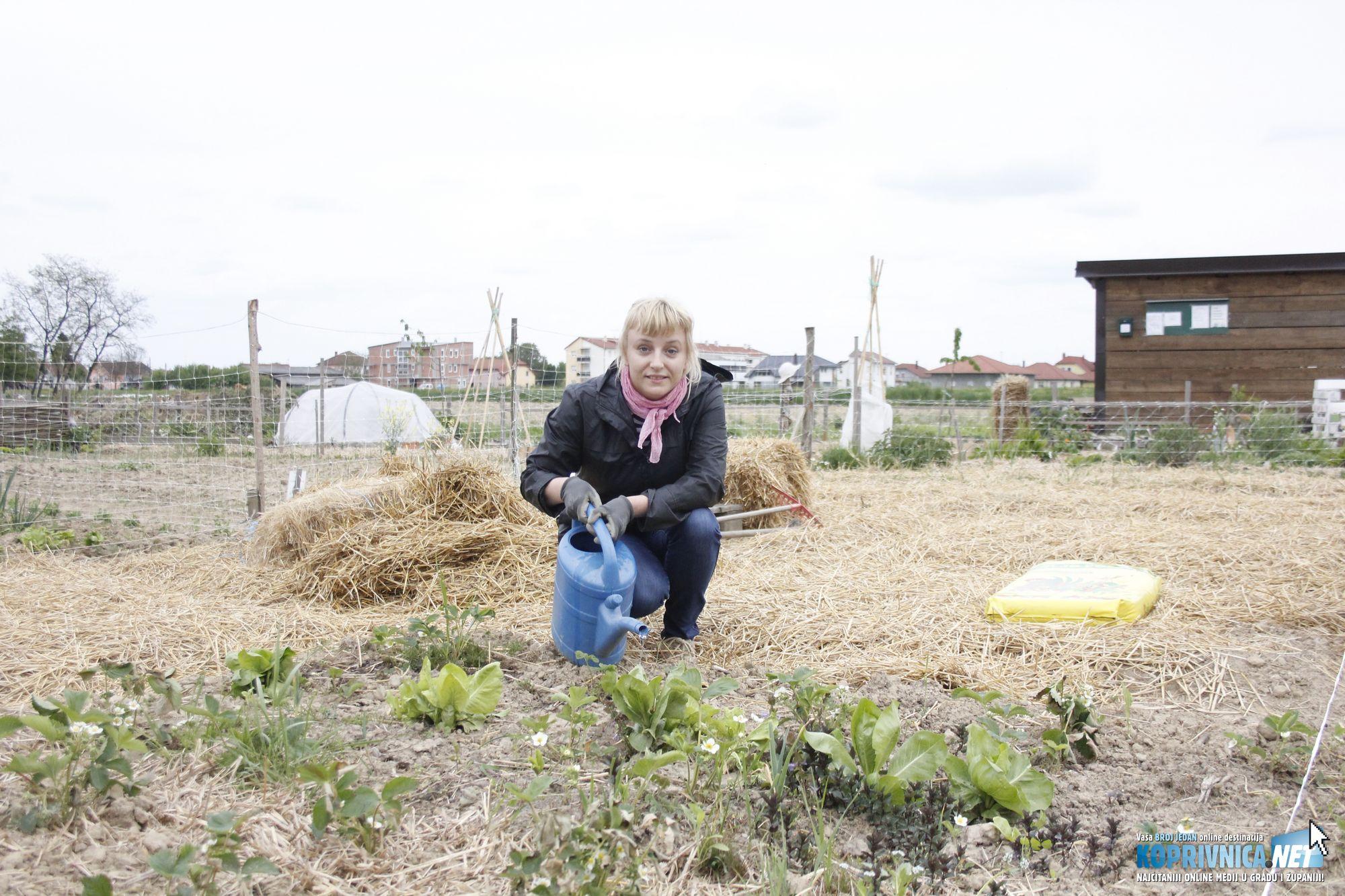 Tanja Špoljar presretna je što može uzgajati vlastito povrće // foto: Zvonimir Markač