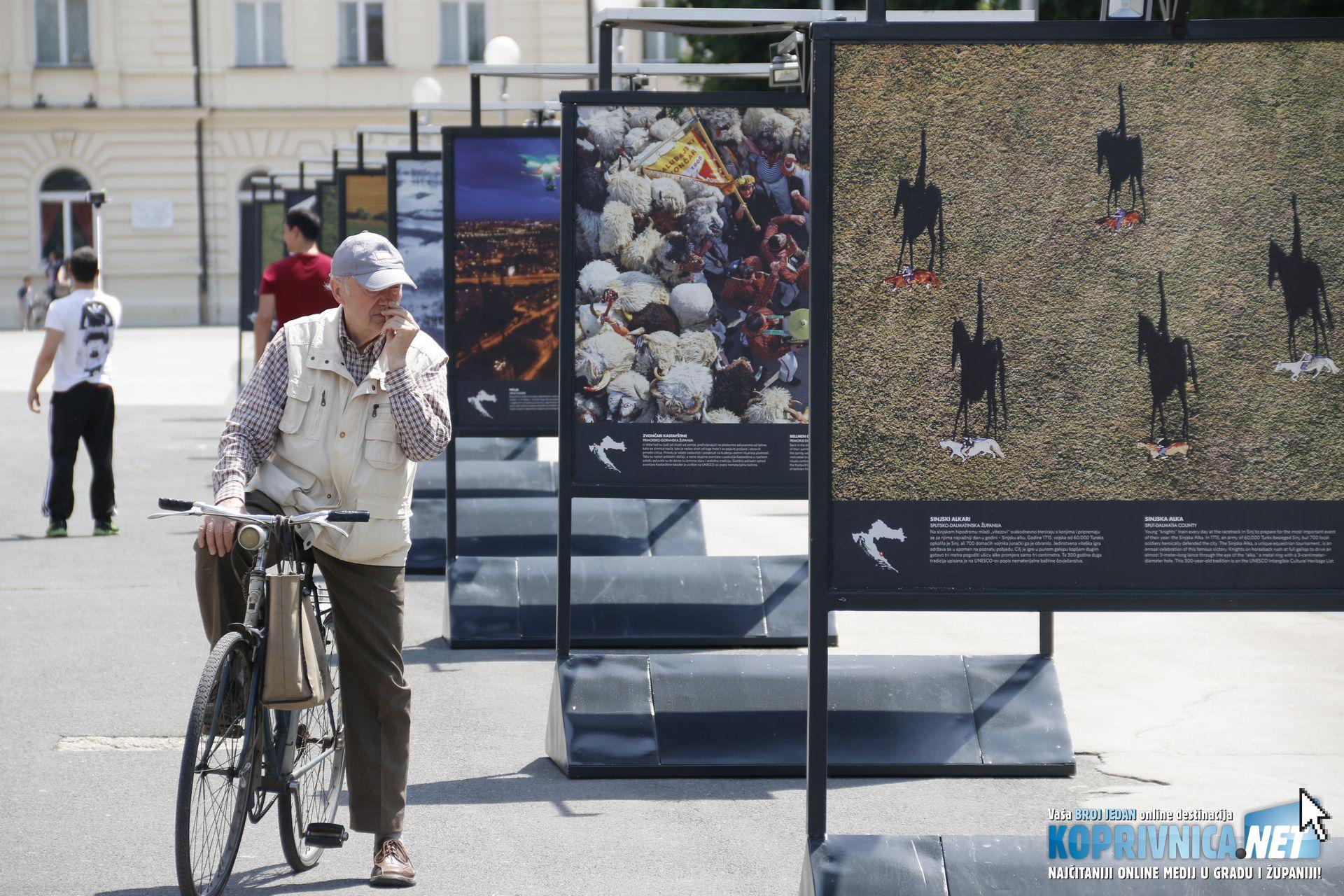 Izložba je izazvala zanimanje Koprivničanaca // Foto: Mario Kos