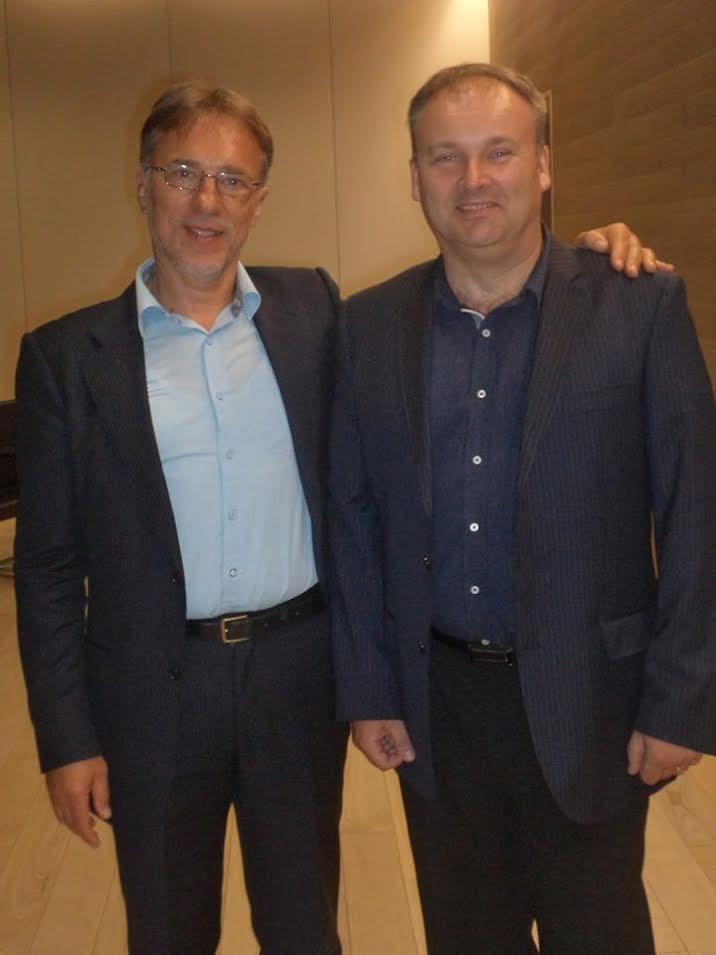 Slaven Krupski (desno) s prof. dr. Velimirom Srićom, čije je knjige često kupovao // foto: Facebook public