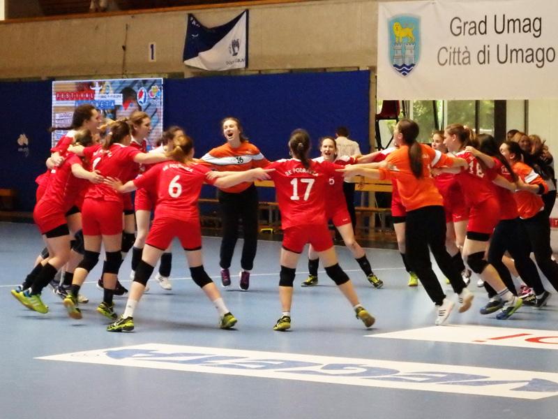Veselje mladih podravkašica nakon velike pobjede // Foto: RK Podravka - Ivo Čičin-Mašansker